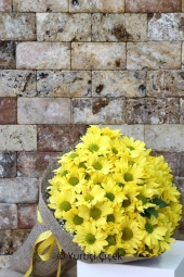 Sarı papatyalar ile mutluluk dolu bir sürpriz yapmaya ne dersiniz? En güzel anlar için hazırız.