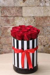 Sevgi sözcüklerini çiçekler ile dile getirin. Sevdiklerinizin güne güzel bir başlangıç yapması için s tasarım seramikte 20 kırmızı gül gönderin.
