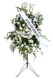 Beyaz Çiçeklerden Ayaklı Ferforje   Ayaklı ferforje üzerine beyaz tonlarda çiçeklerden hazırlanmış Açılış, düğün, nikah gibi organizasyonlarda sizi en güzel şekilde temsil edecek yüksek boylu ferforje aranjmanı.
