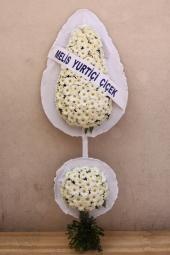 Beyaz Gerberalardan Sepet   Mutlu günlerinde yanlarında olduğunuzu hissettirmek, sevinçlerini paylaşmak ve yeni başlangıçlarında sizi temsil etmesi için sevdiklerinize beyaz gerberalardan hazırlanmış çift göbekli ayaklı sepeti gönderebilirsiniz.Yaklaşık Ürün Boyutu : 2 metre