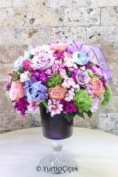 Örgülü seramikte orkideler  Yeni iş, hayırlı olsun ya da onu sevdiğinizi en güzel şekilde anlatmak için bol çiçekli en güzel orkidelerden gönderin.
