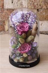 Sevginizi çiçeklerle anlatın. Cam vazoda 17 beyaz gülden buket ile onlara özel hediye gönderin.