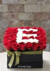 Seramik üzerine dizayn edilmiş şık yapay çiçek