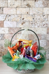 Özel tasarım harf kutular içerisine hazırlanan çiçekler ile sevdiğinize sadece Ona özel olacak hediyeler gönderebilirsiniz. Not: Teslimatlar kutu stokta yoksa 3 iş günü içerisinde yapılmaktadır. Harf ve gül rengi siparişten sonra bize bildirilmelidir.