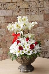 Kutu içerisinde mavi orkide ve rengarenk kır çiçekleri ile özel bir hediye gönderebilir, sevdiklerinizi çiçekler ile mutlu edebilirsiniz. Yaklaşık Ürün Boyutu: 75 cm