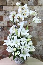 Çift dallı orkide, Lilyum ve Gül   En güzel hediye onu en özel hissettirecek çiçektir. En özel çiçek ise orkide gül ve lilyumdur. Siz de sevdiklerinize orkide aranjmanı gönderin.