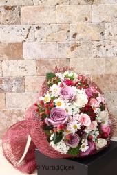 Lila, pembe ve mor güller ile papatyaların mutluluğunu sevdiğinize sunmak istediğinizde hemen sipariş verebilirsiniz.