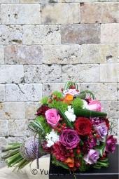 Pembe, mor, kırmızı, turuncu ve lila güllerin harika tasarımı ile çok hoş ve anlamlı bir buket gönderimine ne dersiniz?