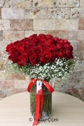 Kırmızı Gül : 41 Adet   Aşkınızı anlatmanın en güzel yolu kırmızı gül göndermektir. Sevdiklerinize siz de kırmızı gül gönderin ve aşkınızı çiçeklerle anlatmanın güzelliğini yaşatın. Yaklaşık Ürün Boyutu : 50 cm
