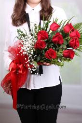 9 kırmızı gülden hazırlanan buket ile uluslararası çiçek gönderimlerinizi kaliteli ve canlı olarak yapabilirsiniz.