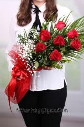 Sevdiklerinizi en mutlu anlarında yalnız bırakmamak için yurtdışına 7 kırmızı gülden hazırlanan buket gönderebilirsiniz.