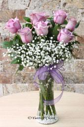 7 Adet Lila Ekvator Gülü ile hazırlanan butik çiçek tasarımı ile sevdiklerinize masum bir çiçek tasarımı gönderin. Yaklaşık Ürün Boyutu : 55 cm