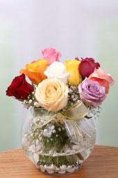 Cam Fanusta 9 Adet Renkli Gül ile Sevdiklerinize Doğanın Güzel Her Rengini Sunabilirsiniz.