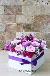 Pembe Gül : 11 Adet Pembe  Gül  Aşkınızı pembe güllerle anlatın. Cam vazoda pembe asaletiyle sevdiklerinizi çok mutlu edeceksiniz. (Pembe güllerin tonu stoklara göre değişebilir.)