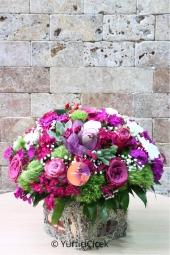 Kırmızı Gül : 17 Adet   Romantizmin çiçeklerin arasındaki temsilcisi kırmızı güldür. Cam vazo içinde kırmızı güller yurtdışına gönderebileceğiniz en güzel armağanlardandır.