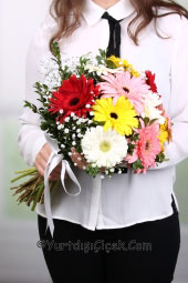 Rengarenk Mevsim Çiçekleri    Renkli bir merhaba demek ve gününün güzel geçmesini istiyorsanız ona renkli papatyalardan buket gönderin.