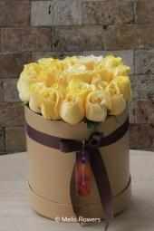 Kırmızı Gül : 17 Adet   Aşkınızı anlatacak vazoda kırmızı güller sevdiklerinize anlık sürprizler yapabilmeniz için en özel şekilde hazırlandı.